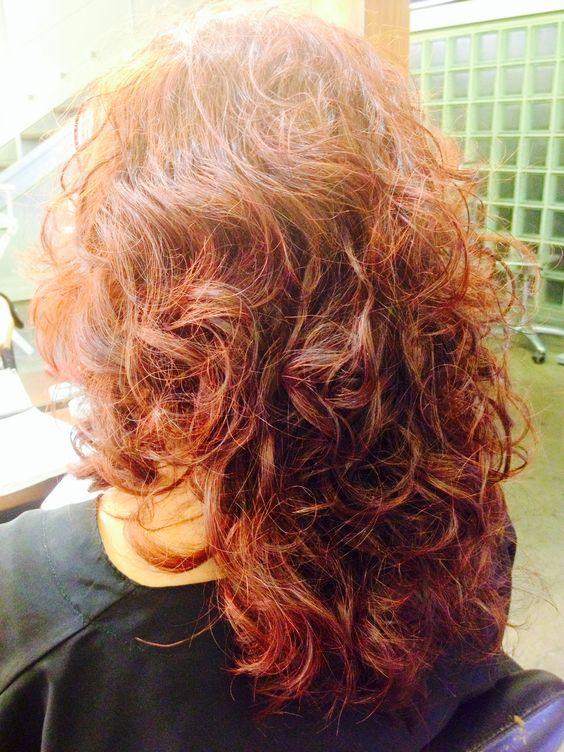 La muchacha de 11 años caen los cabellos que hacer
