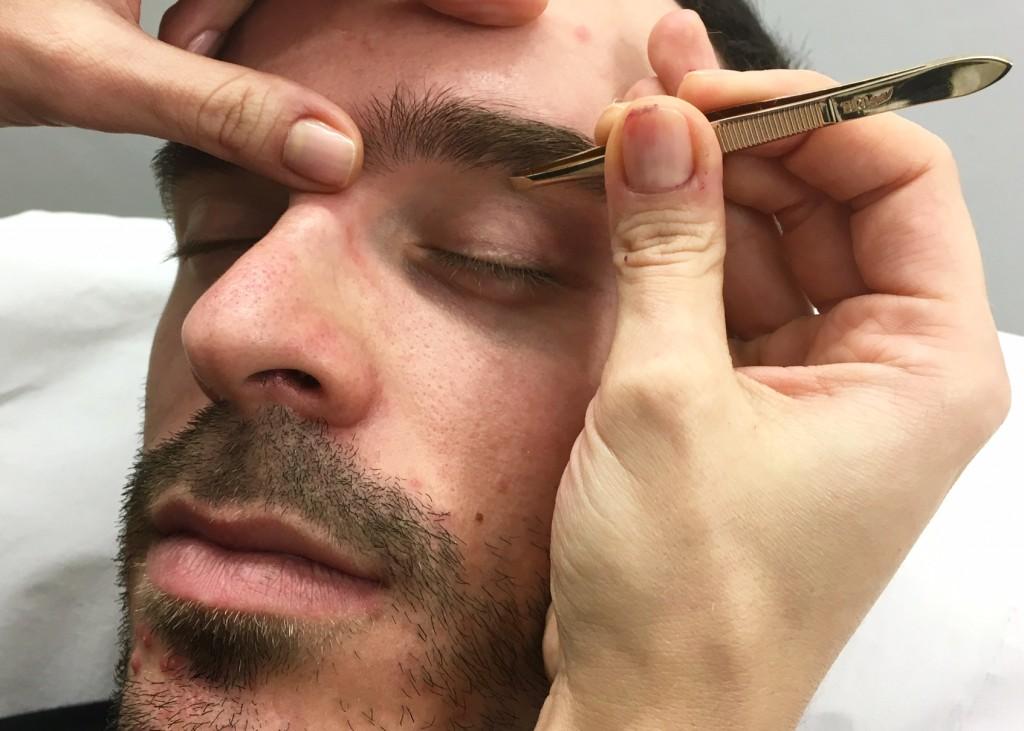 diseño de cejas para hombre
