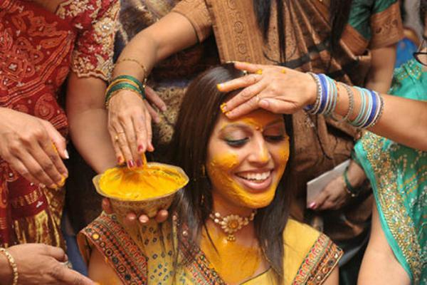 ceremonia Haldi hindú