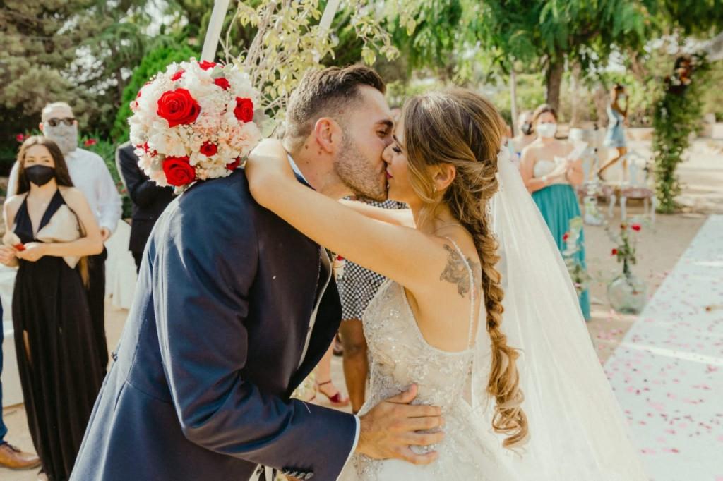 peinado novia besandose